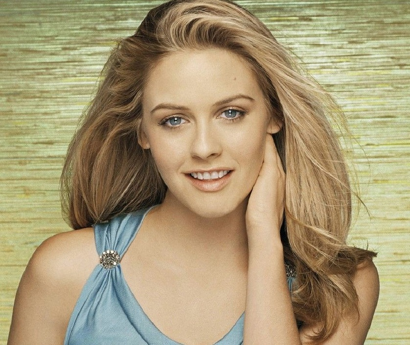 Photo of Alicia Silverstone